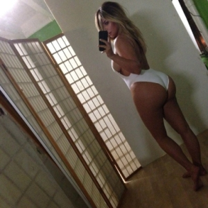 Kim-Kardashian-sexy-instagram-photos_1_1
